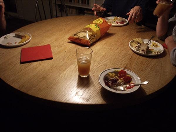 Kinh nghiệm chọn bàn ăn phù hợp với mọi gia đình